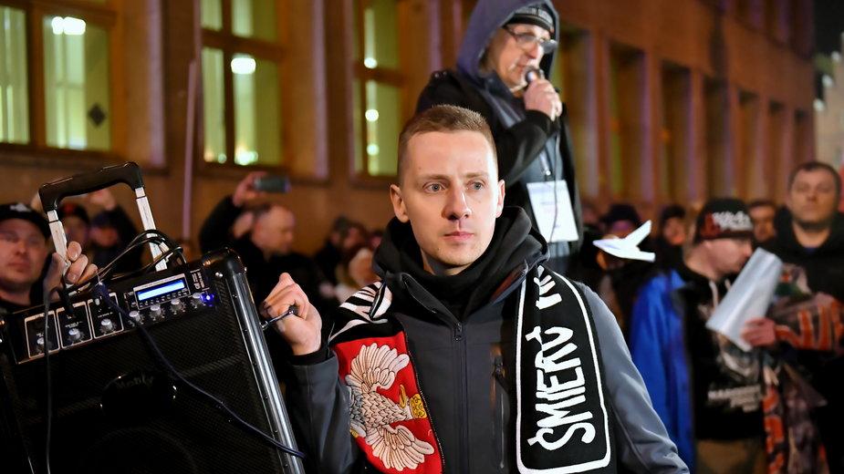 Były ksiądz Jacek Międlar podczas marszu środowisk narodowościowych zorganizowanego we Wrocławiu