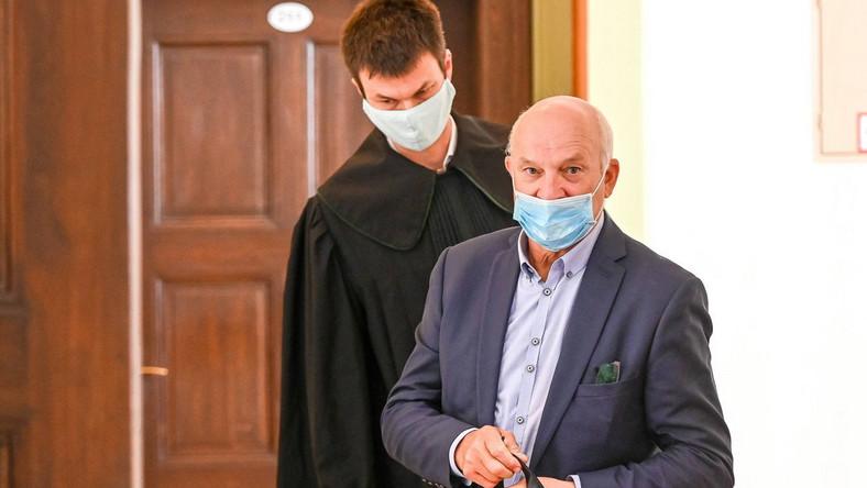 Były prezes Grupy Lotos Paweł Olechnowicz (P) oraz jego pełnomocnik Maciej Kaczmarek (L)
