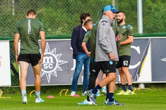 Karlo Anćeloti i igrači na treningu