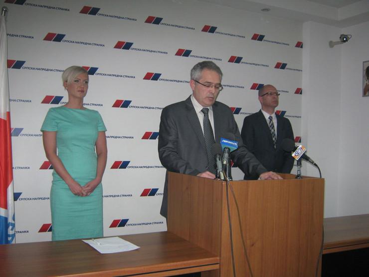 616215_krusevac01-nenad-andric-za-govornicom-novi-predsednik-sns-u-krusevcu-foto-s.milenkovic