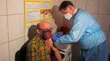 Artur Barciś zaszczepił się przeciwko koronawirusowi. Nie zrobił tego w Warszawie