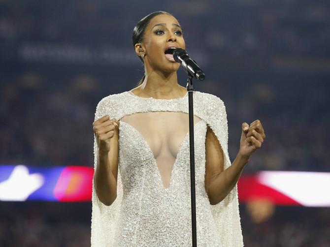 Haljina koja je digla prašinu: Neprimereno za pevanje nacionalne himne?