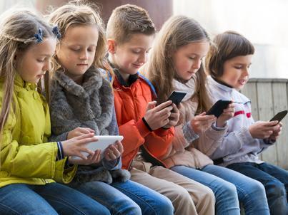"""Zatrważający raport na temat mowy nienawiści wśród nastolatków. """"Hejt rodzi hejt"""""""