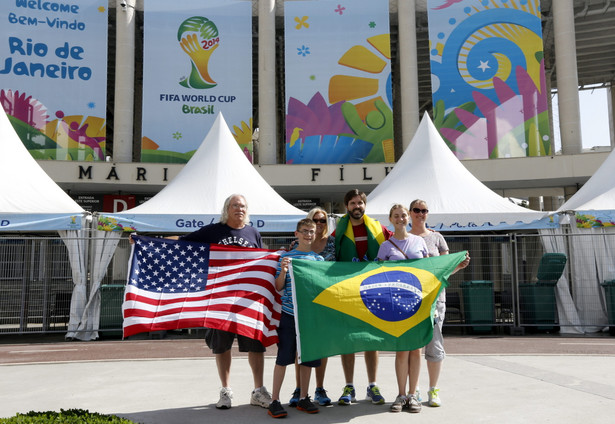 Kibice mogą mieć problem z dotarciem do Sao Paulo na inauguracje Mundialu EPA/ABEDIN TAHERKENAREH/PAP