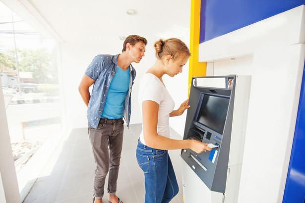 Euronet Polska, właściciel największej i niezależnej sieci bankomatów w kraju, jako pierwszy w branży wdraża technologię zbliżeniową w bankomatach, zgodną ze specyfikacją międzynarodowych organizacji kartowych.