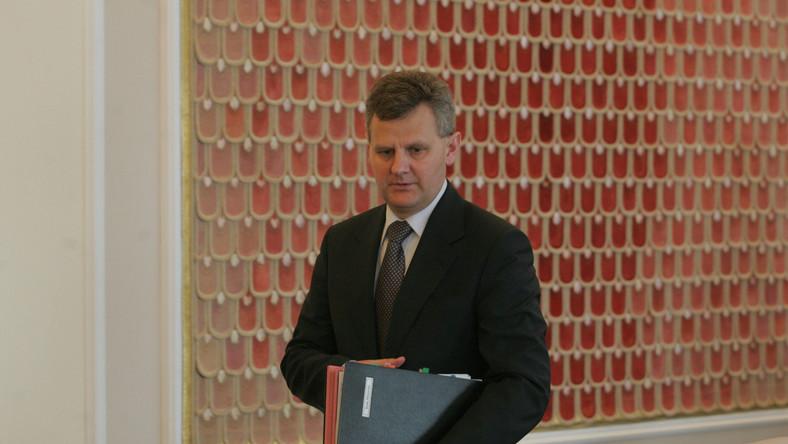 Minister skarbu Aleksander Grad spieszy się z podwyżkami dla prezesów