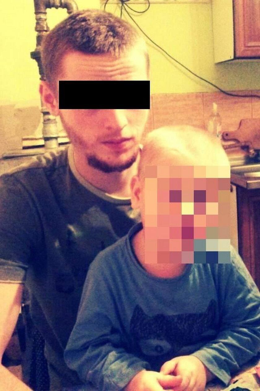Piotr L. (25 l.) w przypływie furii kazał wejść do samochodu byłej partnerce i ich dziecku