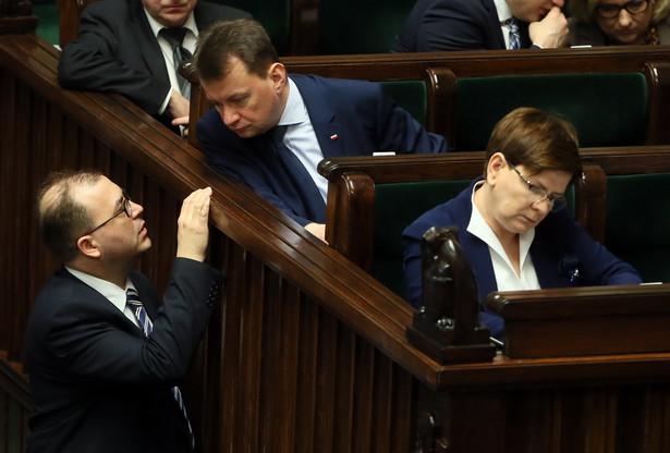 Premier Beata Szydło, minister spraw wewnętrznych Mariusz Błaszczak i poseł Andrzej Jaworski