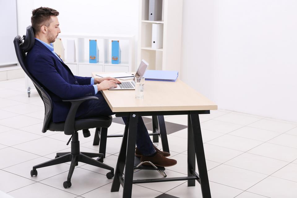 Zadbaj o ergonomię. W pracy spędzasz przecież większość dnia