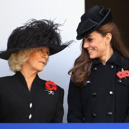 Kate Middleton i Camilla oddają hołd żołnierzom