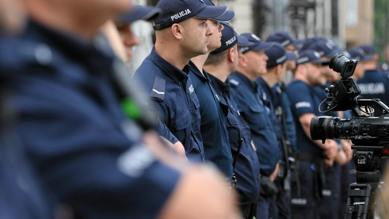 """Policjanci ze Śląska nie jadą na miesięcznicę. """"Przełożeni wystraszyli się buntu"""""""