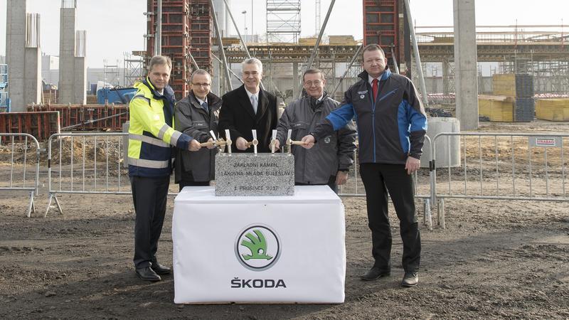 Wmurowanie kamienia węgielnego pod budowę nowej lakierni w Mlada Boleslav