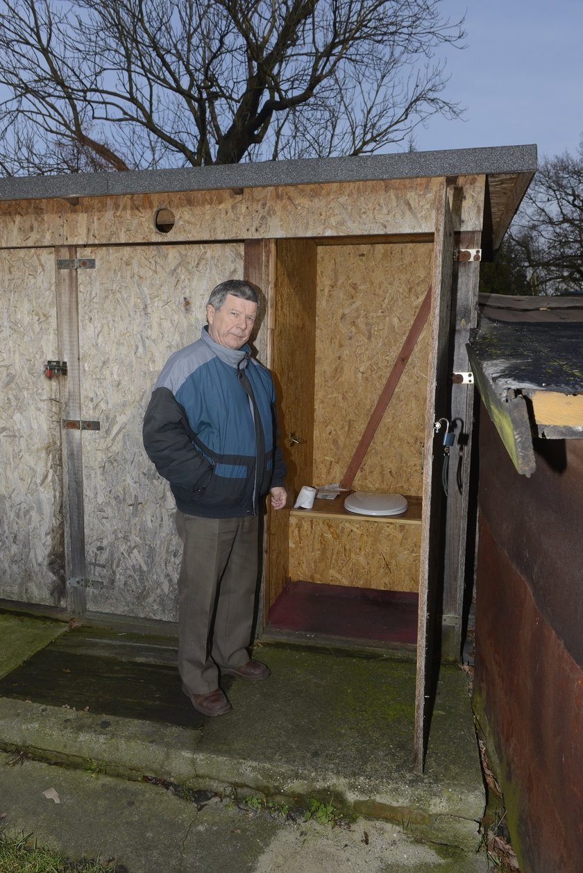 Toalety na podwórku kamienicy Krzywoustego 266