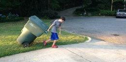 Ten 11-latek ciężko pracuje, by zarobić na szkołę