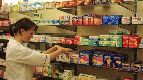 Resort zdrowia wstrzymuje prace nad regulacjami dotyczącymi sprzedaży leków w sklepach