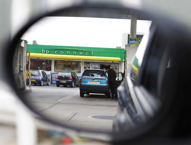 Analitycy spodziewają się wzrostu cen ropy i wtedy ceny benzyny na stacjach mogą zbliżyć się do rekordowych, ale nie powinny już dalej rosnąć. Fot. Bloomberg