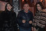 Mima_karadzic_u_pratnji_glumica_zab_clip_safe