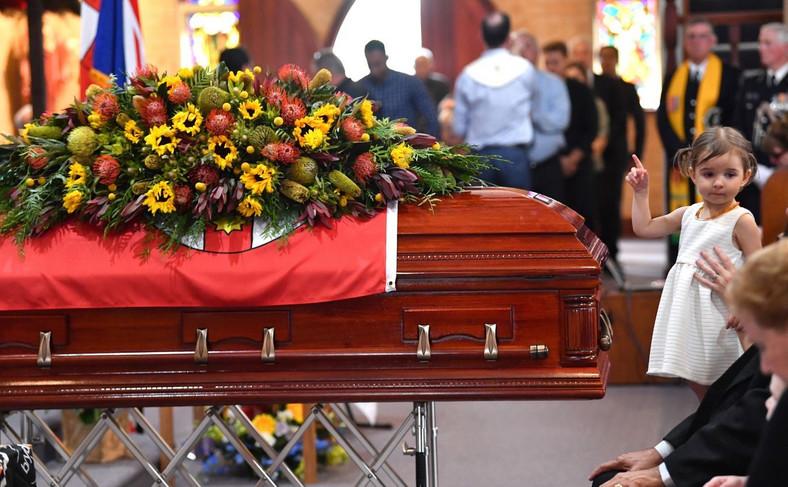 Charlotte O'Dwyer na pogrzebie ojca