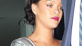 Rihanna w srebrnej sukience? A może to koszula nocna? Koszmarna stylizacja wokalistki