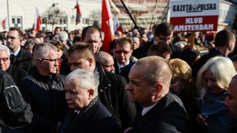 Jarosław Kaczyński złożył hołd ofiarom katastrofy w Smoleńsku