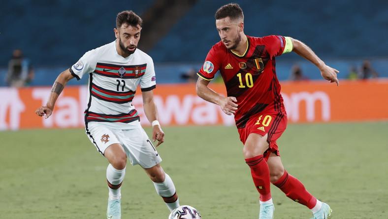 Bruno Fernandes (L) i Eden Hazard (P) podczas meczu Belgii z Portugalią