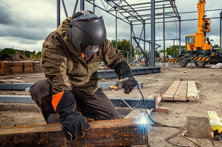 zavarivac shutterstock 1165896400  posao radnici
