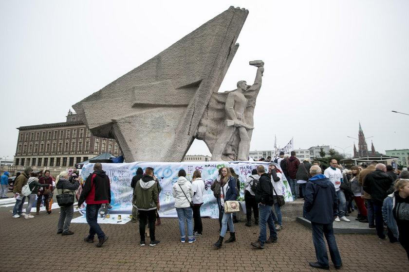 Dąbrowa Górnicza. Obrona pomnika Bohaterów Czerwonych Sztandarów