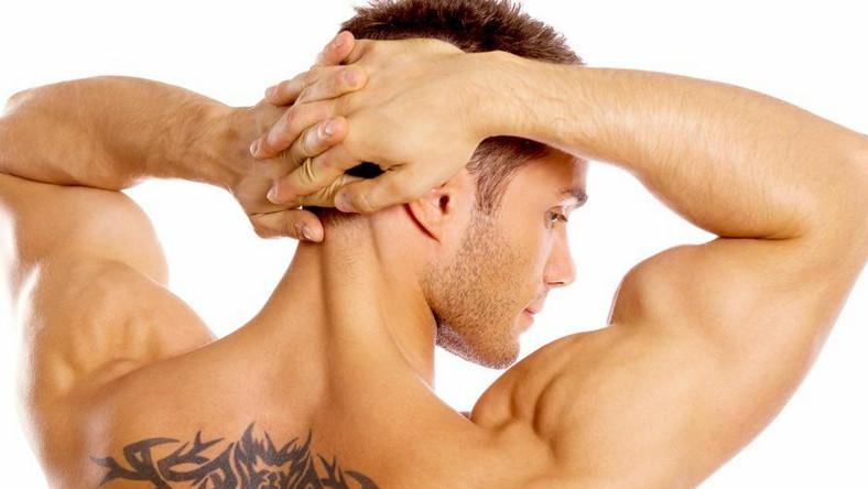 """Metoda skutecznie usuwa tatuaże i odkleja od nich etykietkę """"na całe życie"""""""