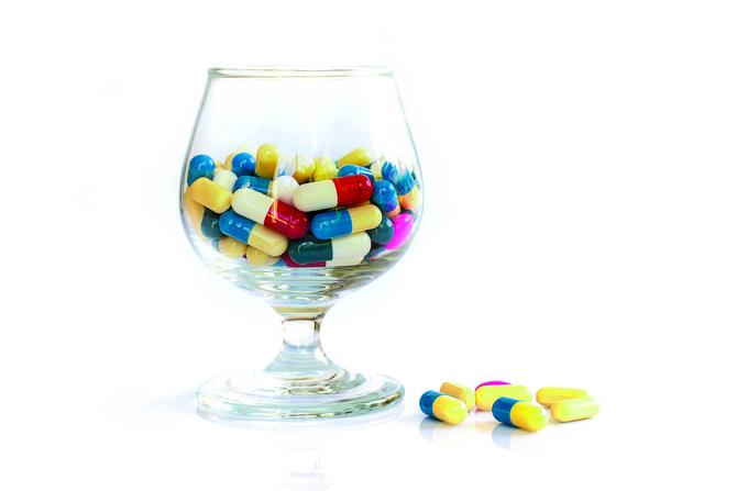 Alkohol + lekovi NIKAKO