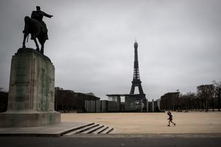 Epidemia koronawirusa. Rozluźnieni i zadowoleni z życia Francuzi nagle zostali zamknięci w domach