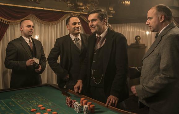Bojan Navojec (u sredini) kao Ante Pavelić, serija
