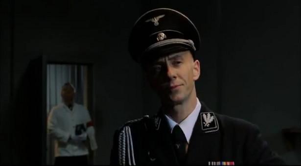 """Adam """"Nergal"""" Darski w roli Joachima Ribbentropa"""