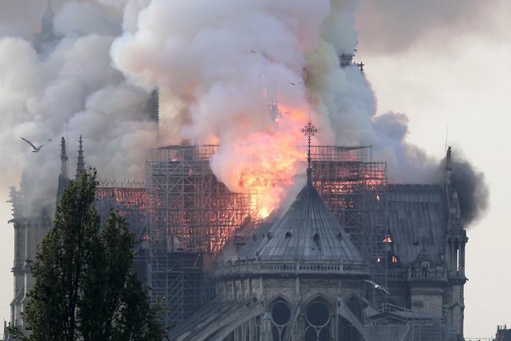 Notre Dame paris03_EPA_foto epa ian langsdon