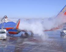 BI: Dlaczego samoloty muszą być odladzane?