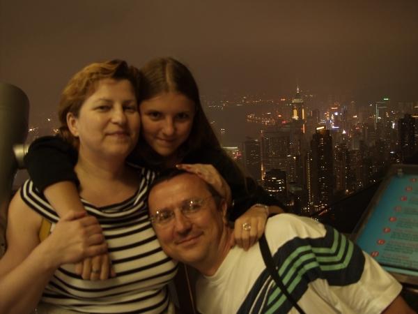 Z córką Justyną z wizytą u przyjaciół w Hongkongu, rok 2002