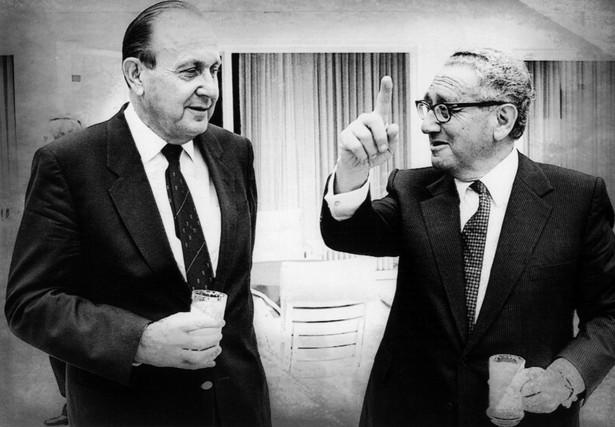 Hans-Dietrich Genscher (z lewej) Henry Kissinger podczas rozmowy w 1985 roku