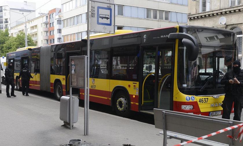 Autobus linii 145 we Wrocławiu, w którym zamachowiec podłożył bombę