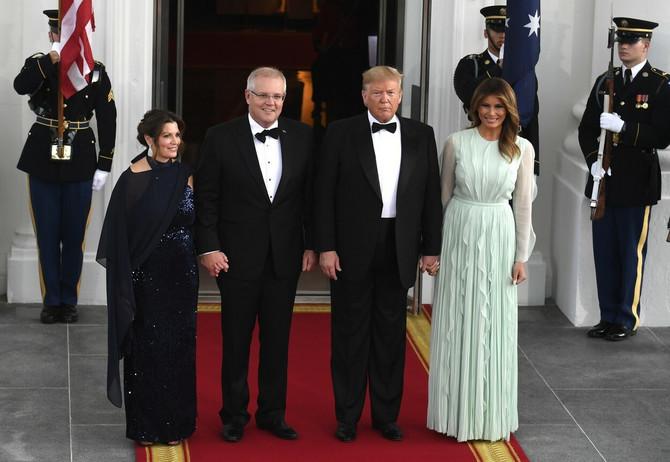 Melanija i Donald Tramp u društvu Dženi i Skota Morisona