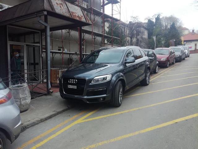 Bahati vozač blokirao je ulaz u Infektivnu kliniku