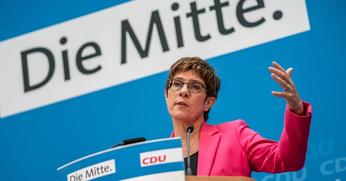 Kramp-Karrenbauer besucht Lesben und Schwule der CDU – und geht queeren Themen aus dem Weg