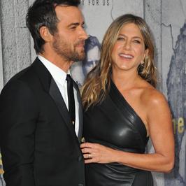 48-letnia Jennifer Aniston na premierze serialu. Ależ ona ma figurę! Ale jest coś jeszcze...