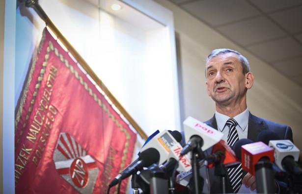 """Kampanię """"Razem dla gimnazjów"""" ZNP prowadzi od 25 listopada"""