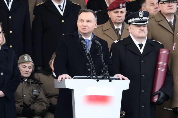 To państwa wielka zasługa, że dzisiaj mamy wolną, suwerenną Polskę, a dla mnie jest wielką radością, że ta wolna, suwerenna, niepodległa Polska czci swoich bohaterów - mówił Andrzej Duda