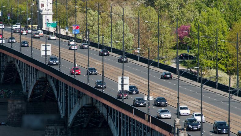 Mostem Poniatowskiego przejeżdża w ciągu dobry średnio ponad 50 tys. aut
