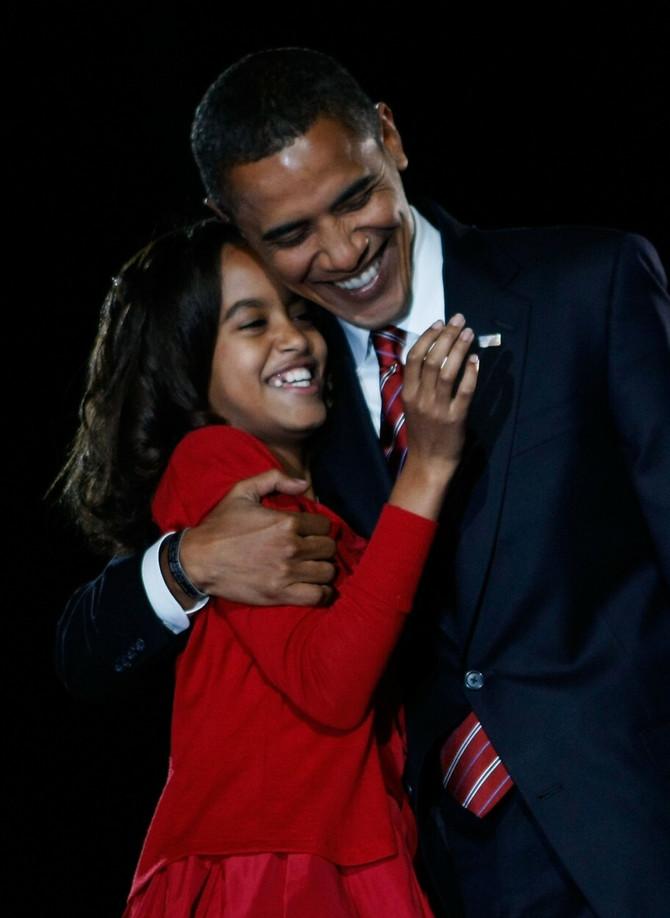 Malija je u očevom zagralju proslavila njegovu pobedu na preedsedničkim izborima, novembra 2008. godine u Čikagu