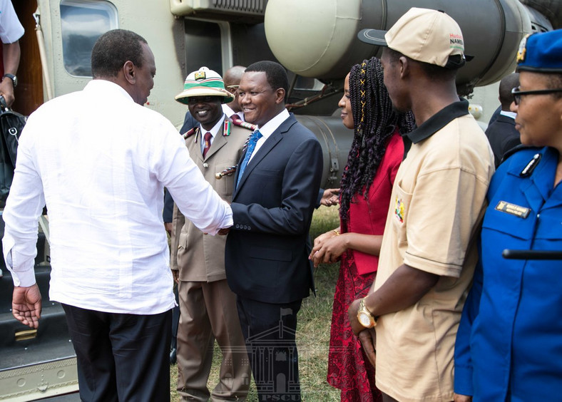 President Uhuru Kenyatta received by Governor Alfred Mutua in Masii for the launch of NIIMS registration (PSCU)