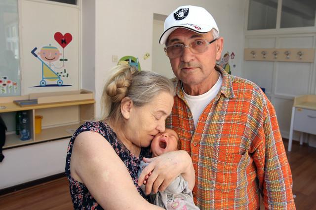 Osećamo se bolje nego ikad: Ponosni roditelji Atifa i Šerif iz Novog Pazara