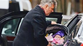 Alec Baldwin ze swoją półroczną córeczką