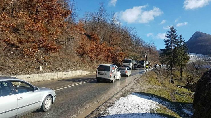 Odron na putu Nova Varoš - Prijepolje usporio saobraćaj