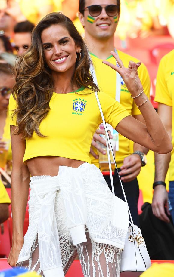Navijačica Brazila koja je stigla na meč sa Srbijom
